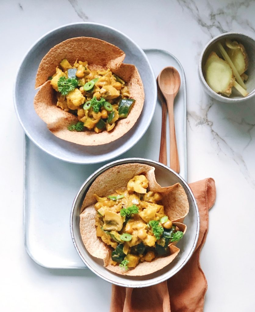 Tortilla bakjes met romige groente curry