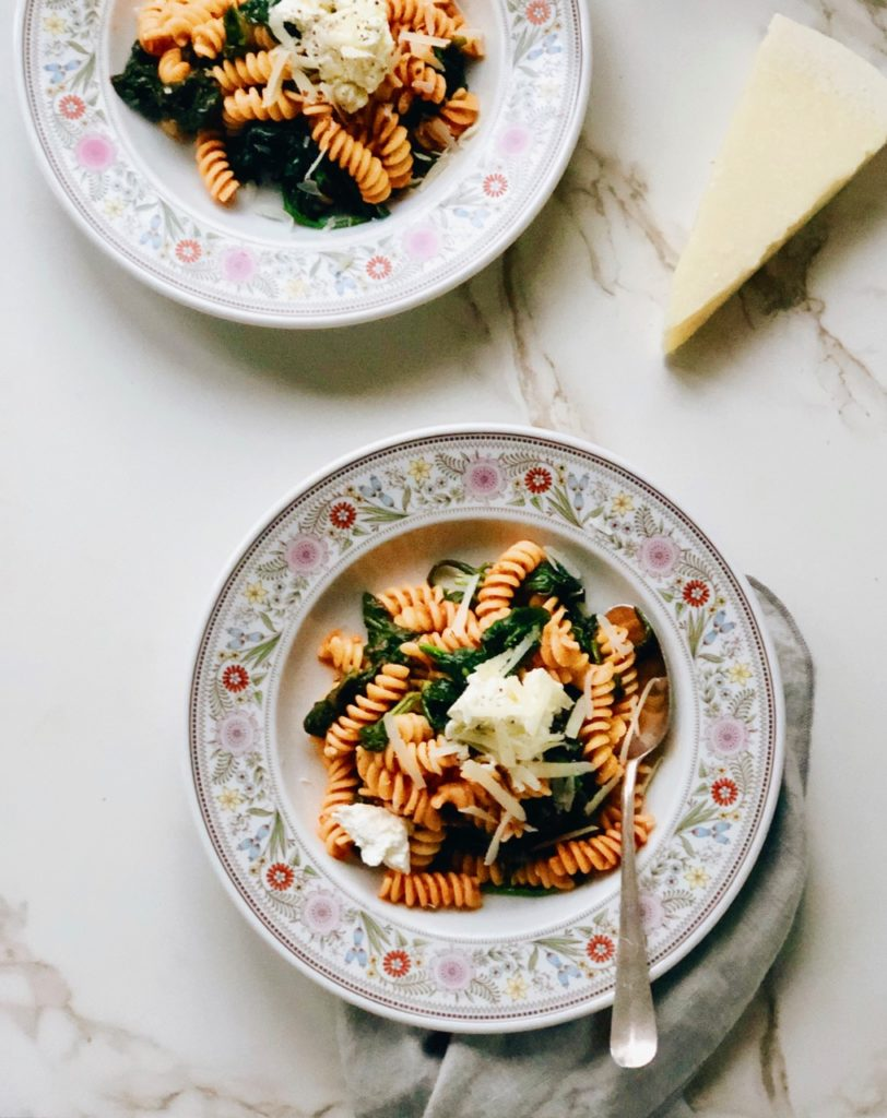 Fusilli in tomatensaus met spinazie en ricotta