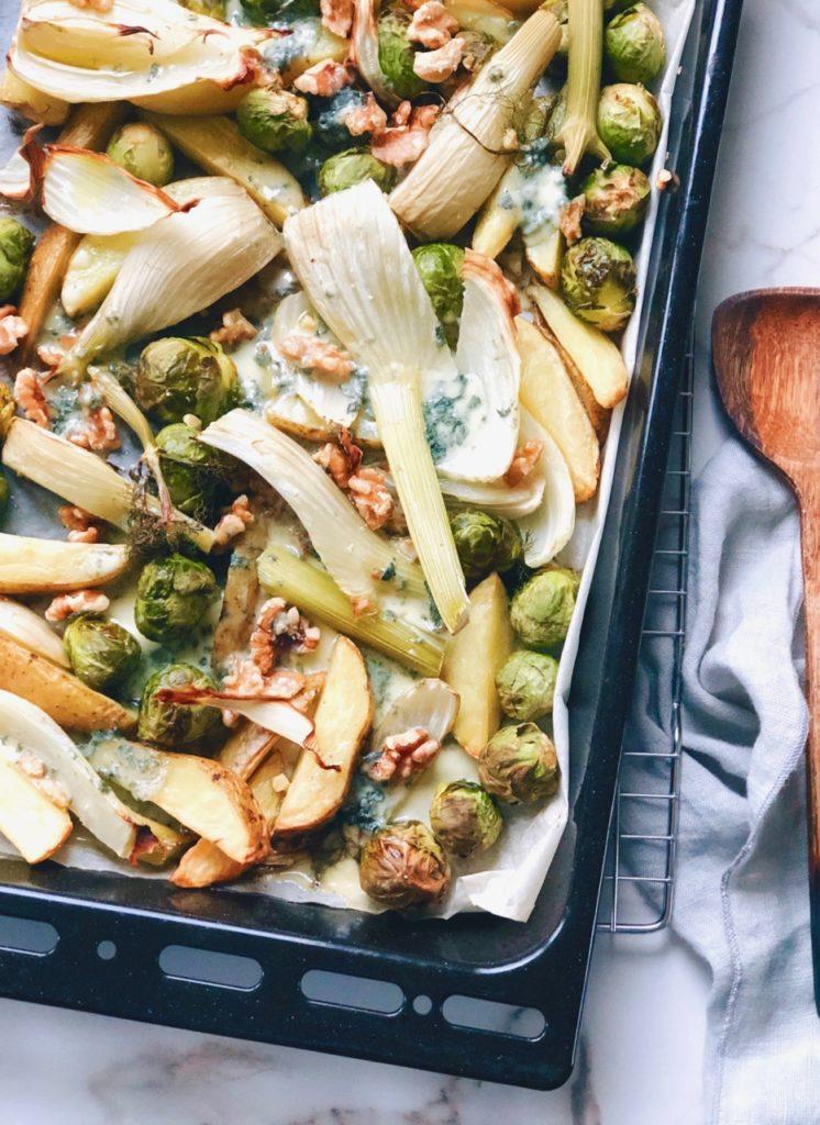 Vegetarische traybake met groenten en blauwe kaas