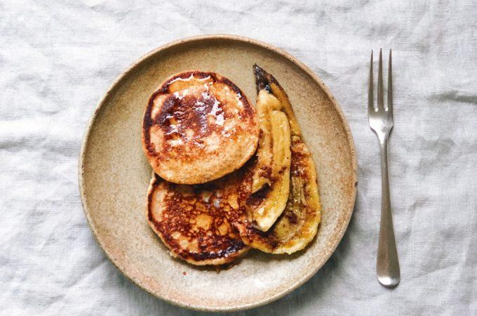 Volkoren pancakes met geroosterde banaan