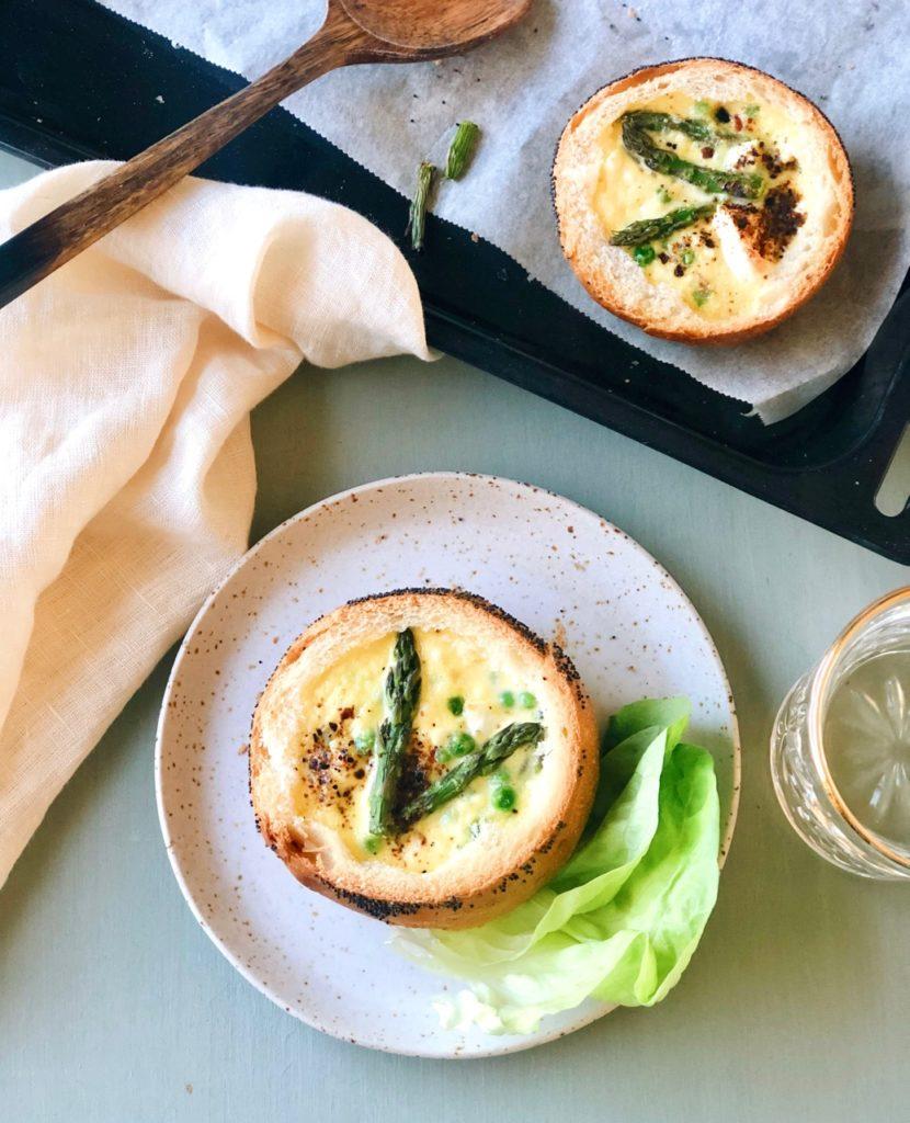 Mini quiches met asperges en feta in brood
