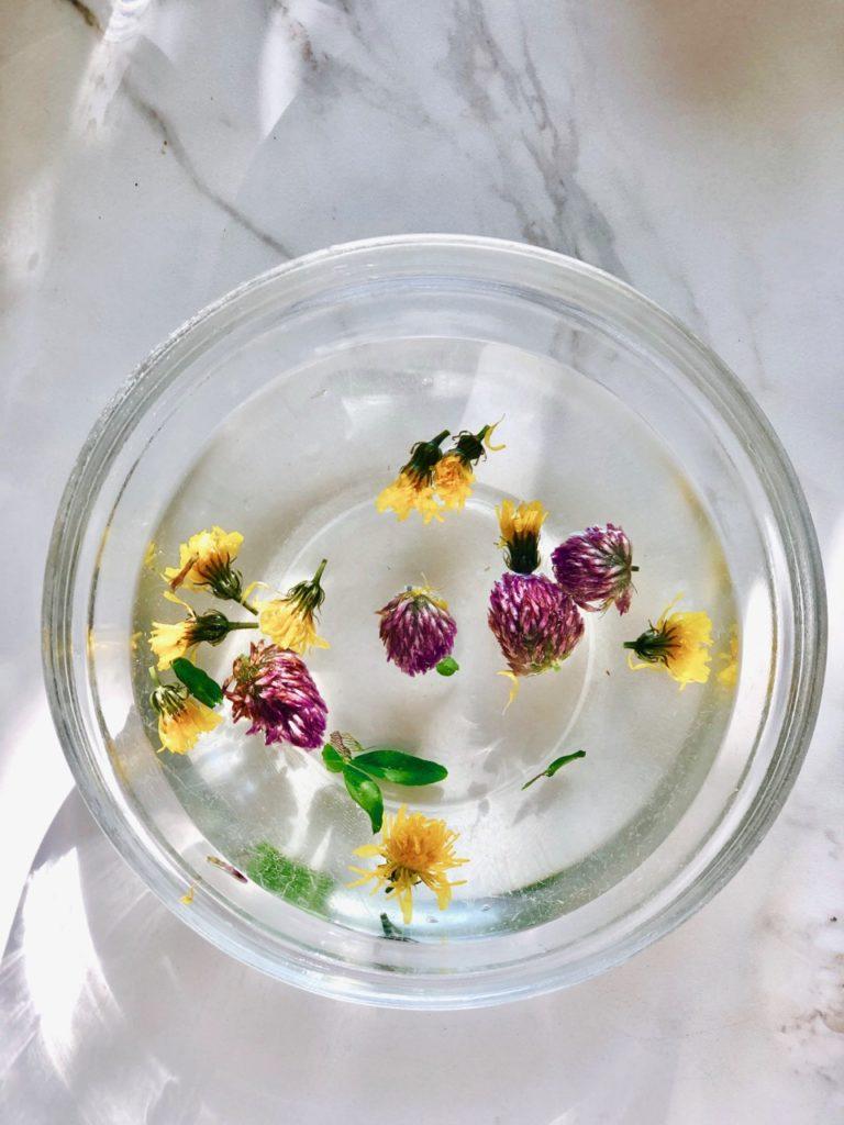 Infusion thee van eetbare bloemen
