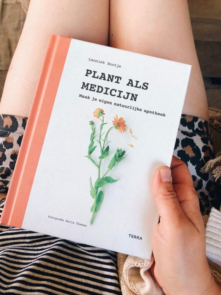 Boek plant als medicijn, auteur Leoniek Bontje