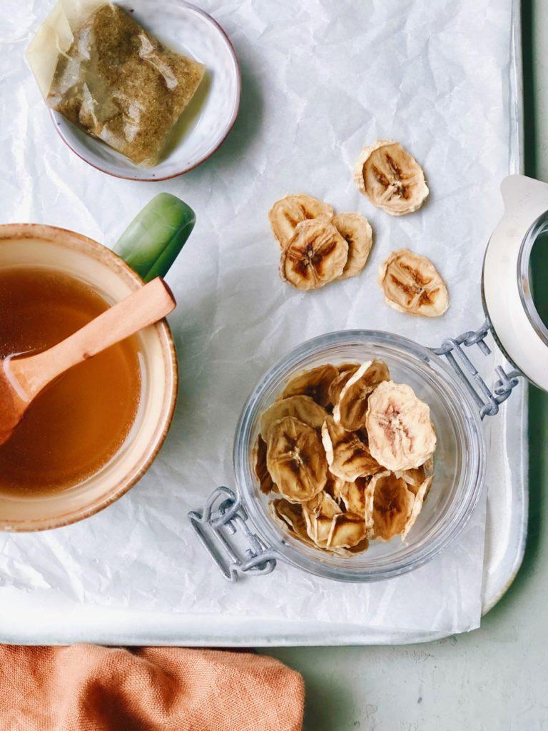 Gedroogde banaan chips maken
