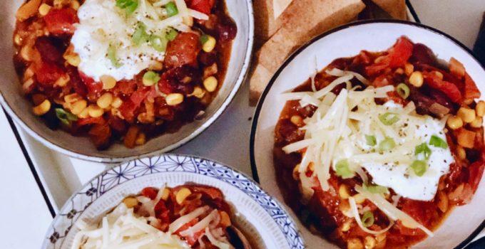 Vegetarische chili con carne met mais en bonen